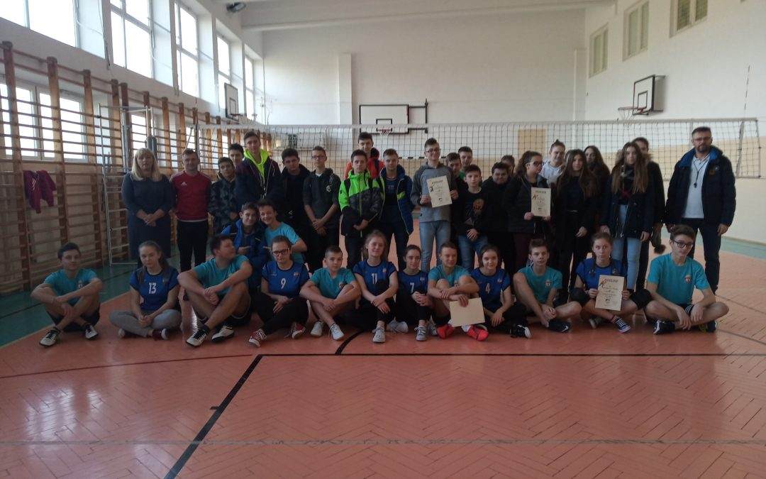 Gminne igrzyska młodzieży szkolnej w siatkówce dziewcząt i chłopców.