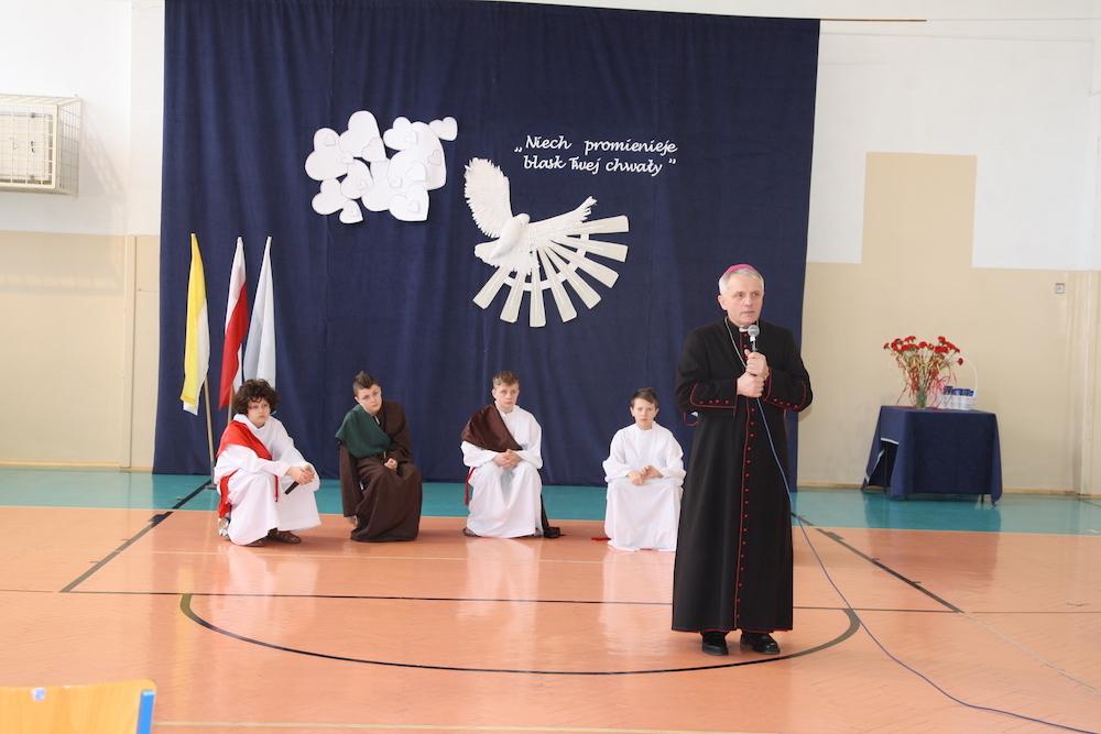 Wizyta kanoniczna Ks. Biskupa Stanisława Jamrozka w naszej szkole.